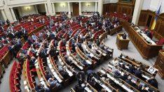 Ukrayna Parlamentosu'ndan sıkıyönetim kararına onay çıktı