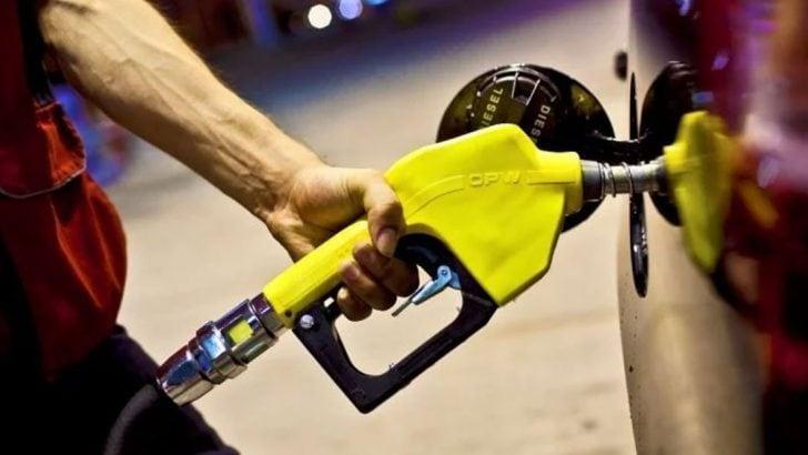 Benzinin litre fiyatına indirim geldi