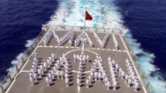 Doğu Akdeniz'de eğitimdeki askerler, KKTC'yi selamladı